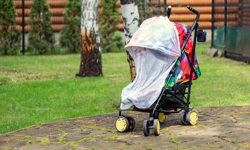 Nie przykrywaj wózka dziecięcego pieluchą. To może źle się skończyć!