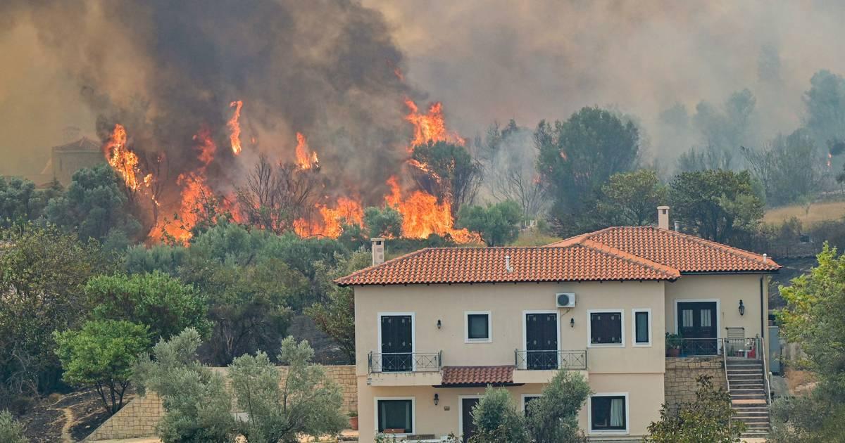 Görögországi tüzek: apokaliptikus felvételek, kitelepítések és továbbra is 45 fokos hőség