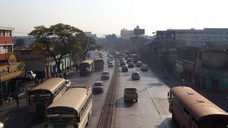 W komentarzu do rankingu napisano, że Gwatemala bardziej przypomina slumsy niż stolicę kraju i stan wielu budynków jest opłakany. Kolejne miejsca zajęły stolice Meksyku, Jordanii, Wenezueli i Angoli. W zestawieniu uwzględniono poziom bezpieczeństwa, stan środowiska, architekturę i atrakcje turystyczne. Autorzy listy podkreślili, że jest to ich subiektywna opinia, z którą nie muszą się zgadzać mieszkańcy wymienionych metropolii. Wcześniej przygotowano ranking najpiękniejszych miast na świecie. Znalazły się na niej m.in. Wenecja, Paryż, Praga, Lizbona i Rio de Janeiro
