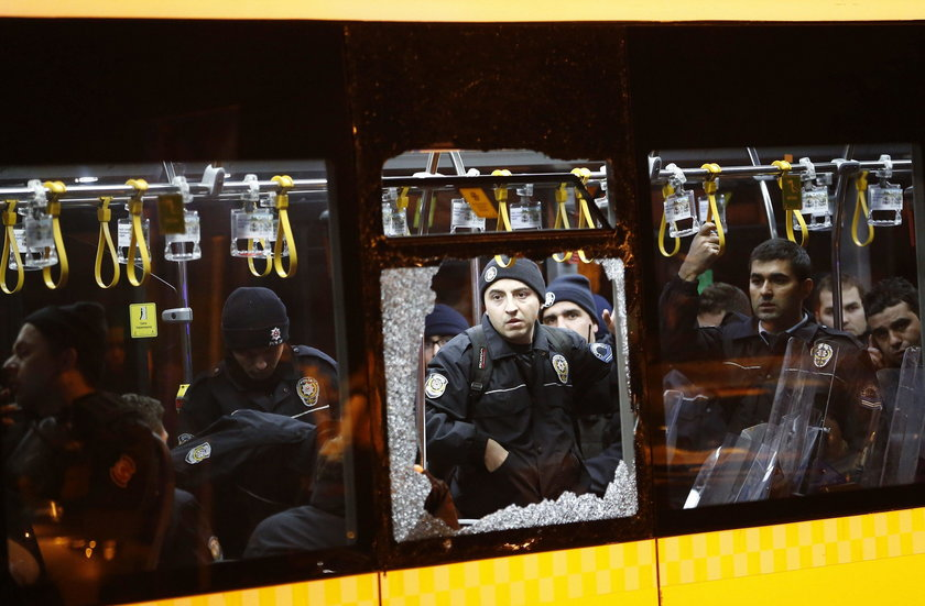 Zamach w Stambule: Gwiazdy wspierają Turcje. Ramos, Podolski, Guti...