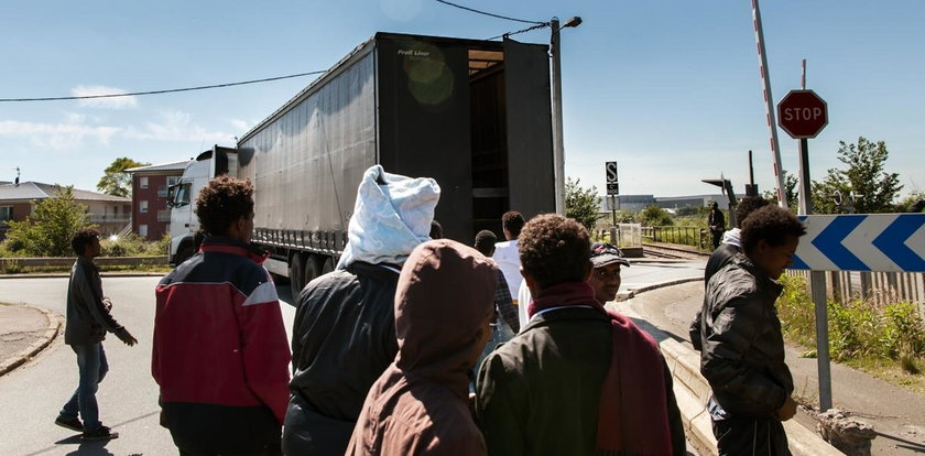 Imigranci strzelali do siebie w Calais. Są ranni
