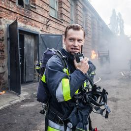 """Poznaj bohaterów serialu """"Strażacy"""": kapitan Rafał Borycki (Jakub Wesołowski)"""