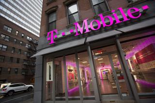 T-Mobile wprowadza tanie smartfony. Chce powalczyć z Plusem o rynek internetu mobilnego