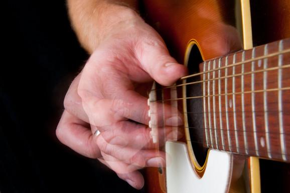 Uhapšeni profesor držao je časove gitare