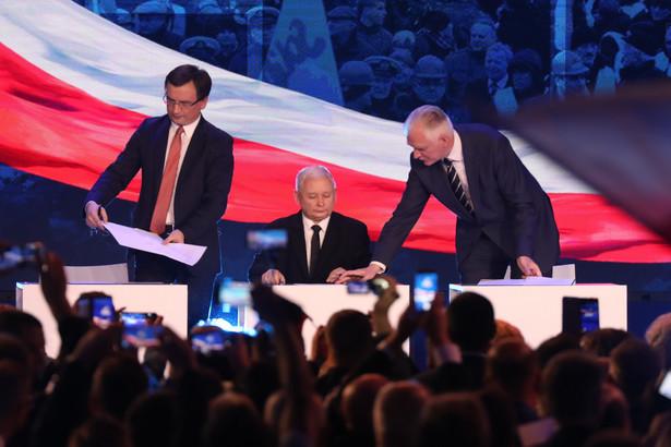 Prezes Solidarnej Polski Zbigniew Ziobro, prezes PiS Jarosław Kaczyński i prezes Porozumienia Jarosław Gowin