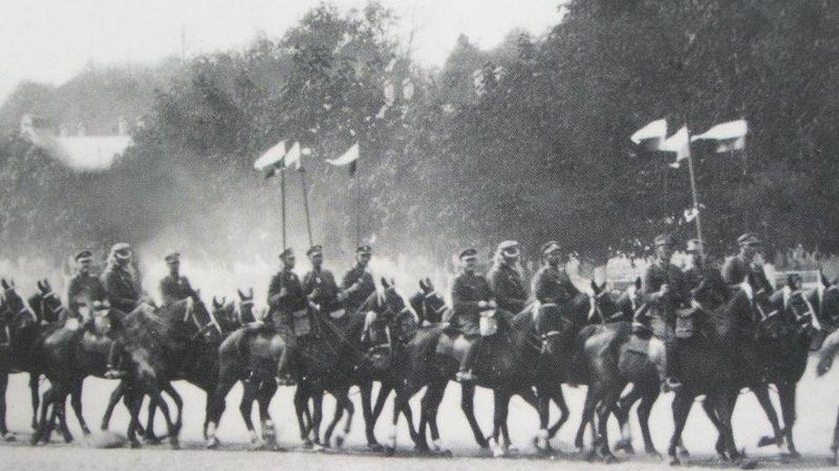 1. Pułk Szwoleżerów Józefa Piłsudskiego w drodze na front w toku wojny polsko-bolszewickiej