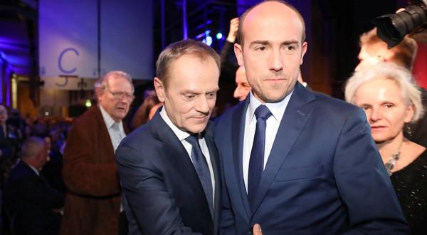 Jeden z założycieli PO - Donald Tusk oraz obecny prezes partii Borys Budka.