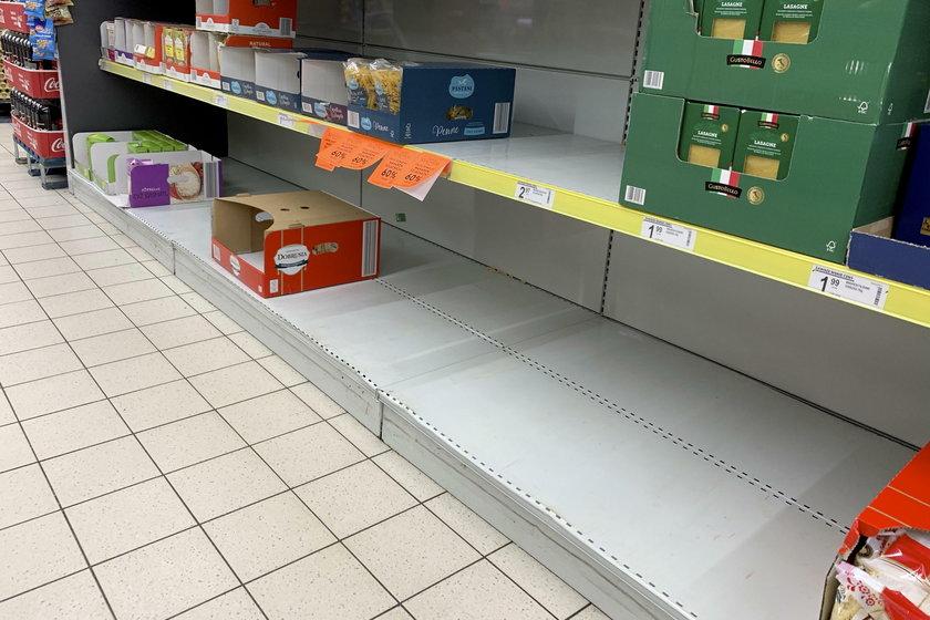 W sklepie w Cybince półki puste.