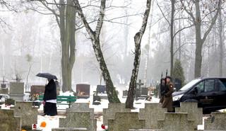 Zieliński: Powązki są największym w Polsce muzeum rzeźby [WIDEO]