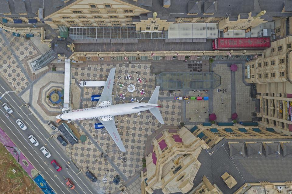 Nie, 737 nie wylądował w swoim docelowym miejscu. Jego nowy właściciel wydał blisko pół miliona dolarów na transport drogą morską. Samolot został pocięty w Indonezji i zapakowany do kontenerów. Podróż trwała około czterech miesięcy, kilka miesięcy pochłonęły też formalności celne.