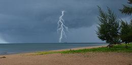 Polak rażony piorunem na plaży! Jest w krytycznym stanie