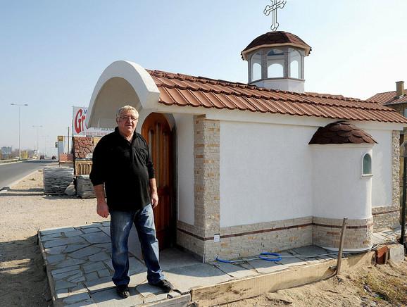Pitao inženjere, napravio sam: Svetislav Mančić pored crkve koju je sagradio