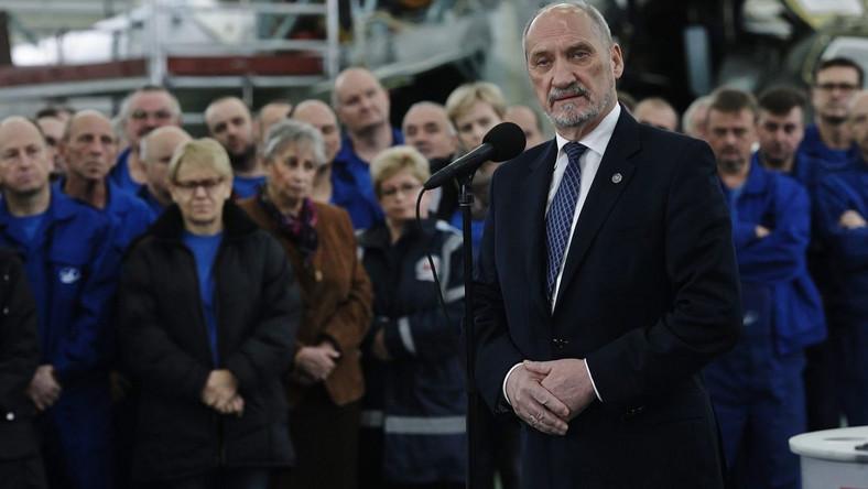 Antoni Macierewicz w Wojskowych Zakładach Lotniczych