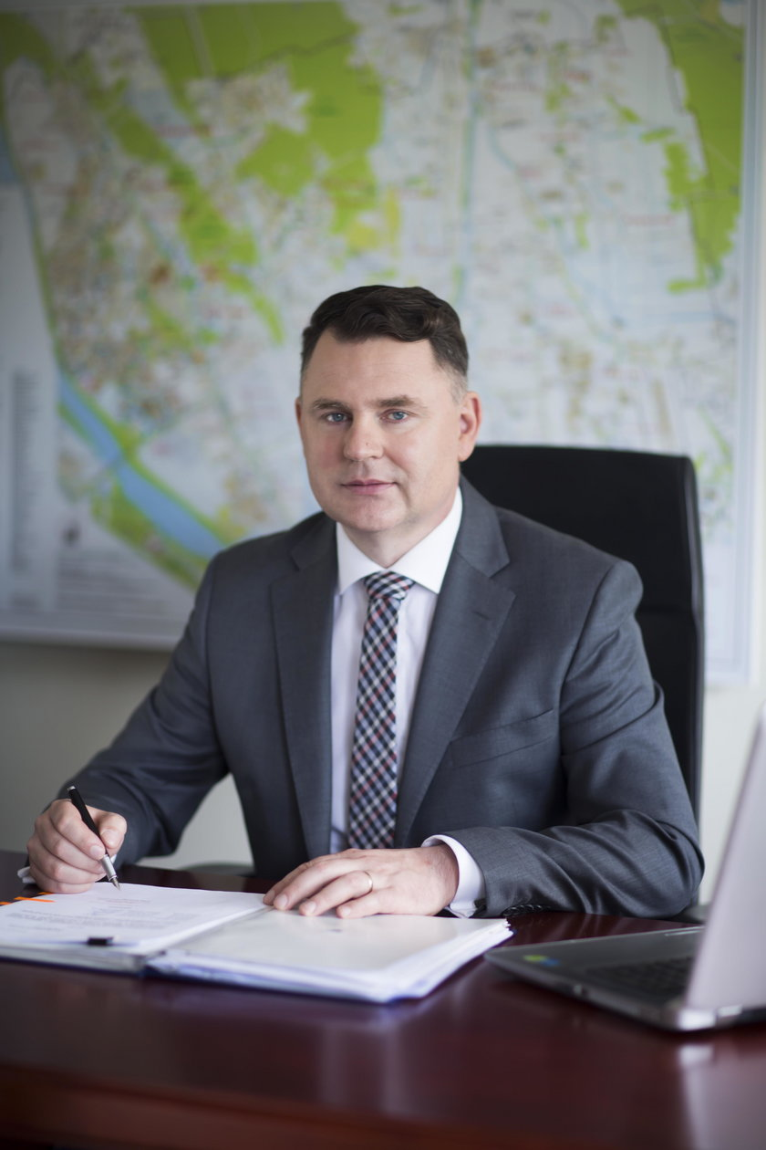 Jacek Poddębniak (45 l.):