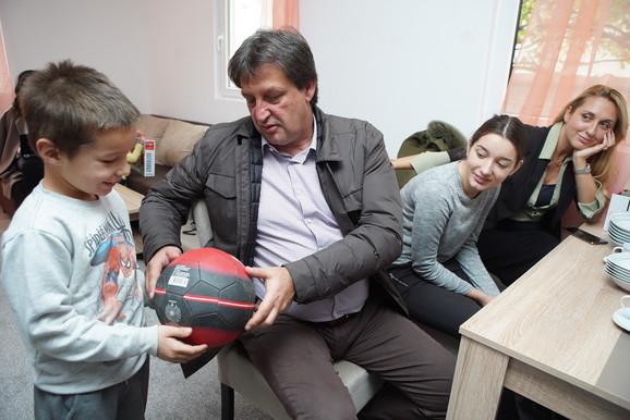 Donator Bratislav Gašić sa porodicom Petrović