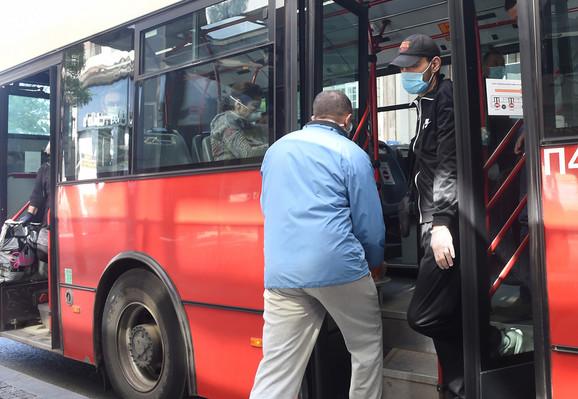 Od sutra je u vozilima GSP-a, kao i u svim zatvorenim prostorima, neophodno nošenje zaštitne maske