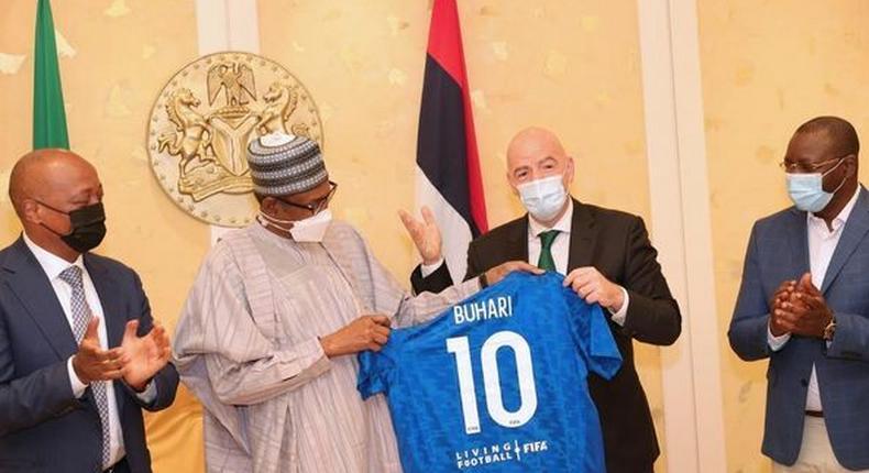 Patrice Motsepe,  Muhammadu Buhari, Gianni Infantino and Sunday Dare (Presidency/Facebook)