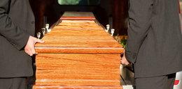 Zabójczy pogrzeb. Sześć osób zmarło po ceremonii. Sprawca nie miał pojęcia, że może zabić w ten sposób