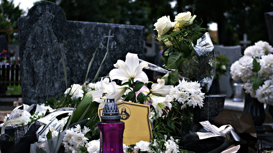 Mężczyzna spoczął na pobliskim cmentarzu w jednym grobie wraz z bratem