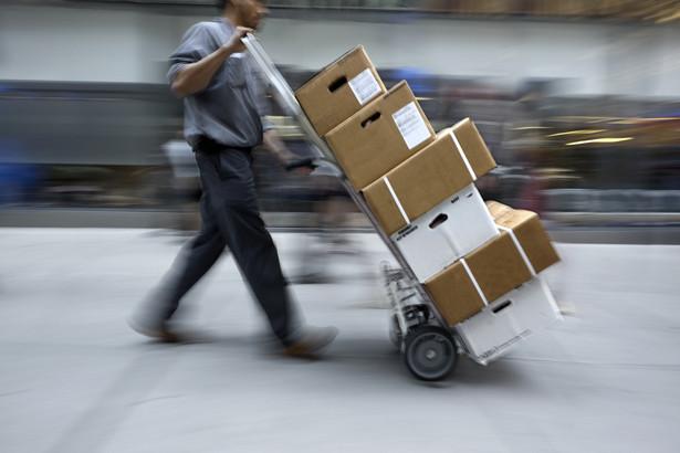 Świąteczny szczyt w handlu: wzrost liczby nadawanych pocztowych paczek nawet o 70 proc.