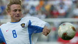 Valery Karpin playing for Russia against Tunisia in Kobe at 2002 World Cup in Kobe, Japan. He scored the second goal in a 2-0 victory Creator: -