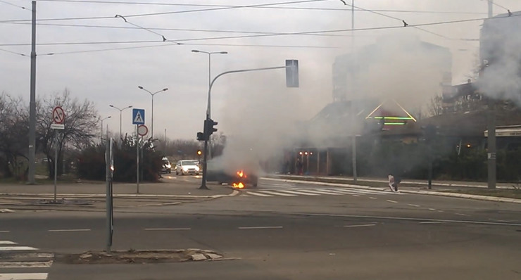 zapaljen automobil sudar novi beograd