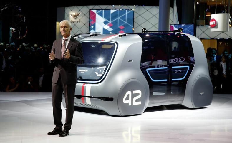 Matthias Müller, prezes zarządu Volkswagen AG i całkowicie autonomiczny model SEDRIC
