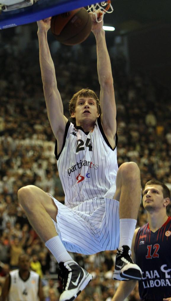 Jan Veseli nosio je dres Partizana od 2008. do 2011. godine