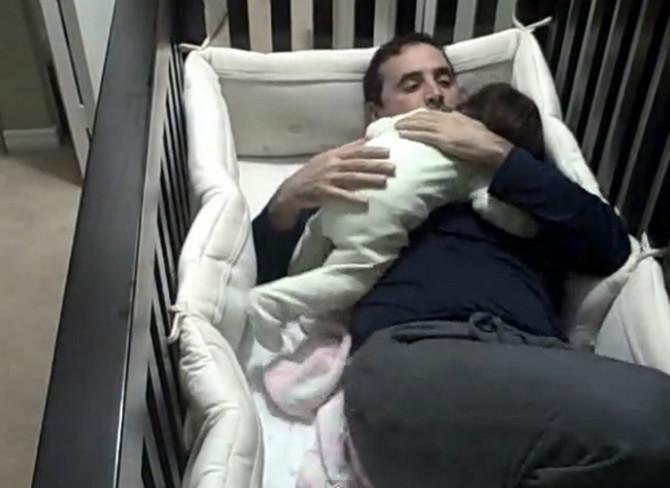 Ponekad samo tata može da umiri bebu