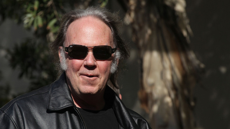 """Neil Young + Promise of the Real przedstawiają """"Wolf Moon"""""""