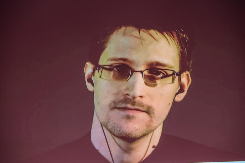 Snowden online előadást tart egy 2015-ös német konferencián