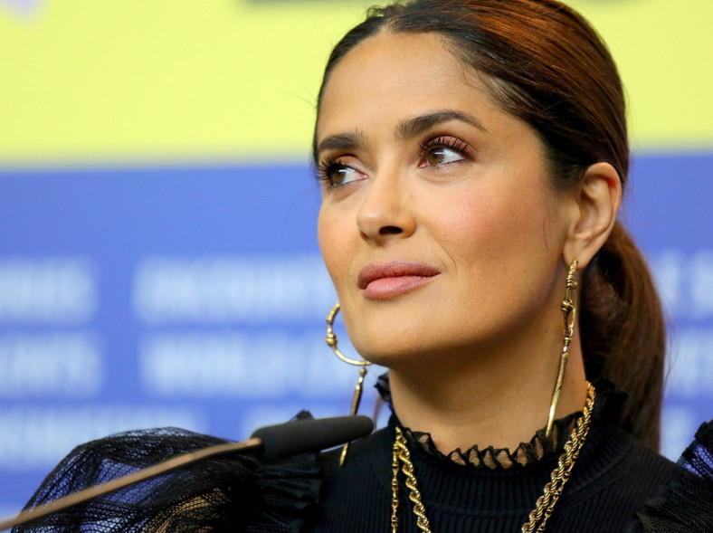 ... Na festiwalu filmowym w Berlinie aktorce zrobiono wiele zdjęć i dosłownie na żadnym nie widać jakichkolwiek mankamentów jej urody...