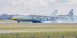 Największy samolot świata wylądował na Okęciu. Przywiózł pomoc
