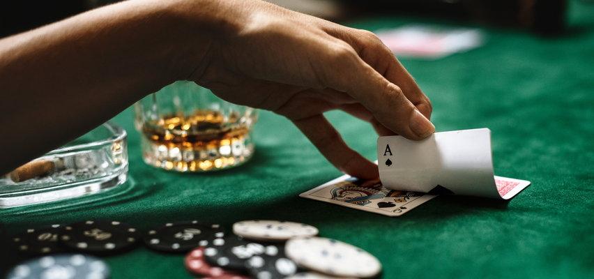Grasz w nielegalnym kasynie? Nie zdziw się, jak drzwi wyważy policja a twoje pieniądze przepadną