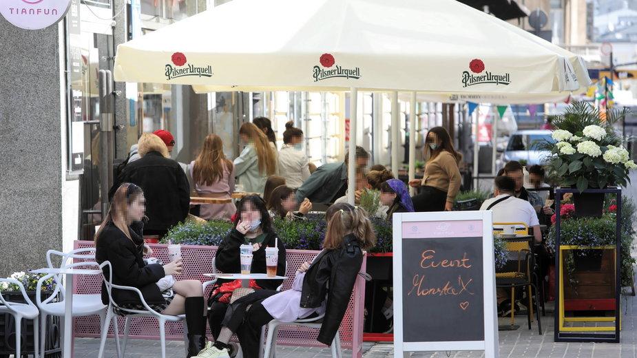 Warszawianie odwiedzili ogródki gastronomiczne w mieście