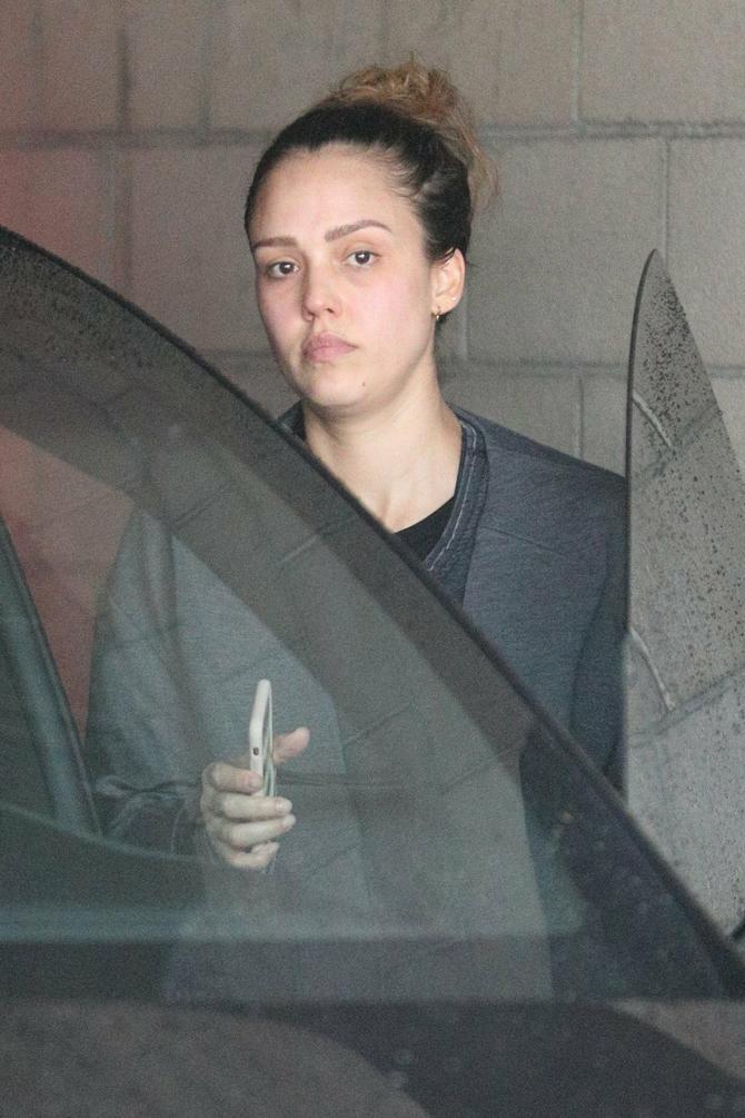 Džesika bez trunke šminke je u stvari sasvim obična žena...