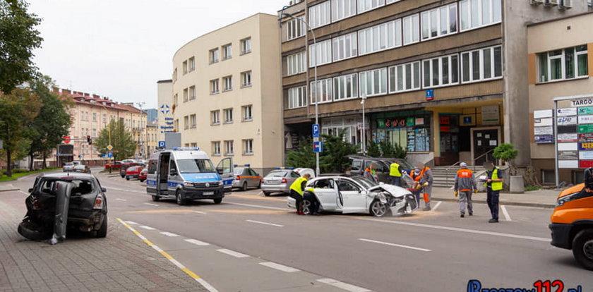 Policjant spowodował kolizję i uciekł. Pijany zgłosił się na pogotowie