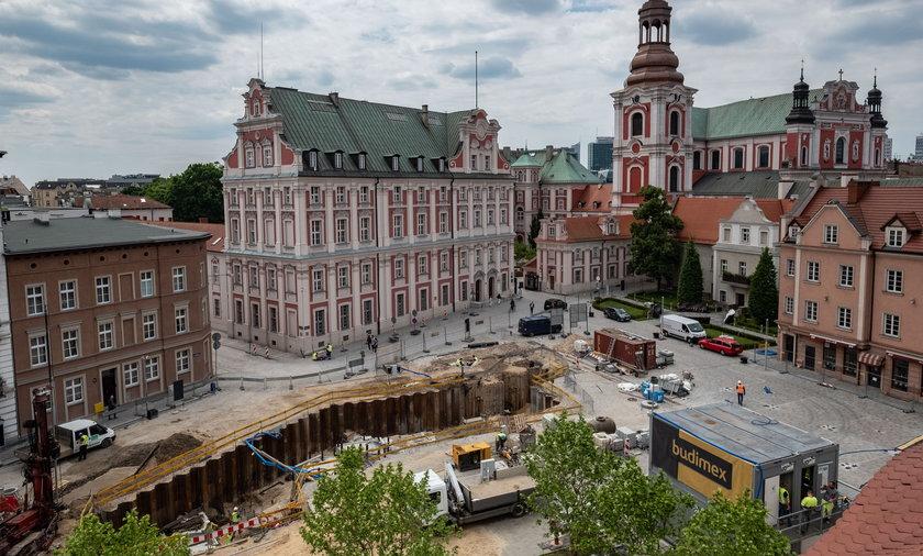Trwa przebudowa placu Kolegiackiego w Poznaniu.