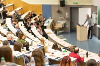 Studenci na łasce uczelni w sprawie czesnego