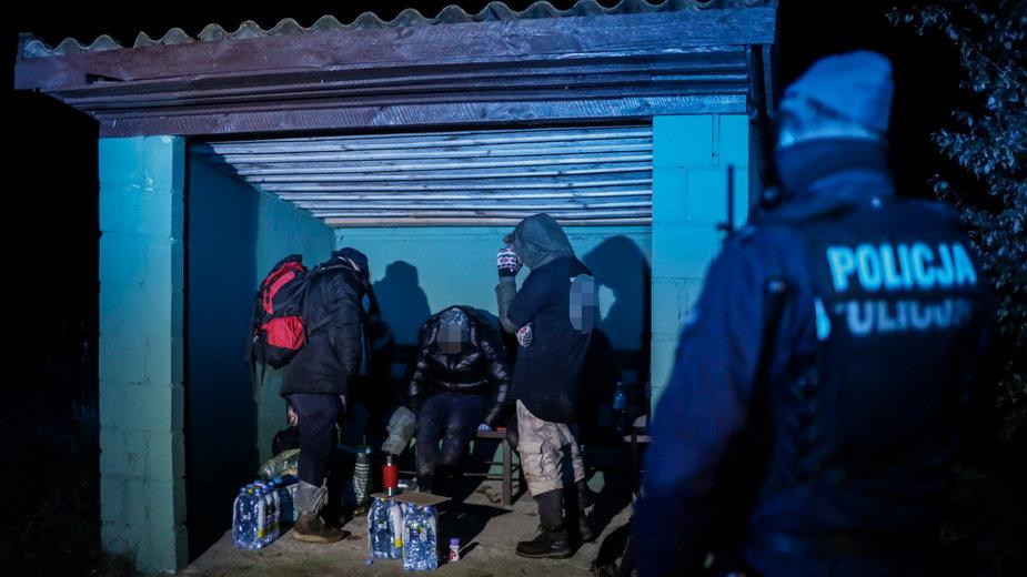 Grupy imigrantów po polskiej stronie granicy