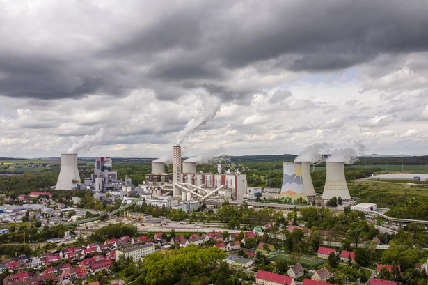 Trybunał Sprawiedliwości Unii Europejskiej w wydanej w maju decyzji nakazał Polsce natychmiastowe wstrzymanie wydobycia w kopalni odkrywkowej węgla brunatnego Turów.