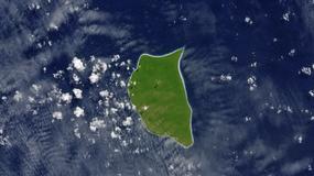 Zielona wyspa o białej obwódce. Czym jest ta jasna linia?