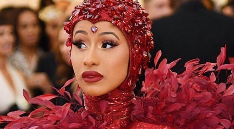 Cardi B claims celebrities are being paid to say they have Coronavirus (VIDEO)