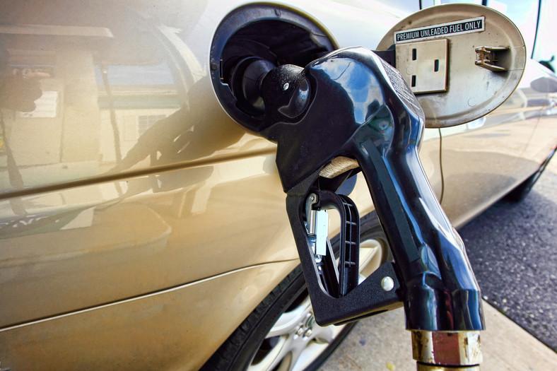 Tankowanie paliwa do auta