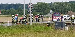 Tragedia pod Jasłem. Dwóch mężczyzn na skuterze uderzyło w szynobus