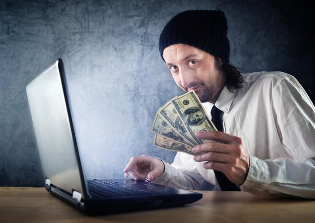 """""""Łowienie"""" przeżywa obecnie swoje złote czasy i – pomimo licznych ostrzeżeń w mediach – wciąż padamy ofiarą tego oszustwa. Podobnie jak w przypadku szwindla nigeryjskiego, phishing przybiera różne formy i wciąż ewoluuje. Szwindel ten zawsze zmierza jednak do wyłudzenia od ofiary poufnych danych - numeru karty kredytowej, hasła logowania do skrzynki e-mail czy też danych osobowych. Na pierwszym etapie oszust wysyła e-mail, który do złudzenia przypomina korespondencję wysłaną z banku (lub innej zaufanej instytucji). W e-mailu informowani jesteśmy o zmianach lub problemach, które wymagają natychmiastowego zalogowania się na nasze konto. Po kliknięciu w przycisk """"ZALOGUJ"""", przenosimy się na spreparowaną przez oszusta stronę łudząco przypominającą serwis bankowy, z którego korzystamy na co dzień. Jeśli ulegniemy stworzonej w ten sposób iluzji i wprowadzimy swoje dane logowania, to możemy być pewni, że oszust zrobi z nich """"właściwy użytek"""". Z raportu firmy EMC wynika, że w 2013 roku na świecie odnotowano prawie 450 tysięcy ataków phishingowych, które przyniosły starty finansowe w wysokości ponad 5,9 mld dolarów. Phishing zbiera również swoje żniwo w Polsce. Jego ofiarami najczęściej padają użytkownicy bankowości elektronicznej."""