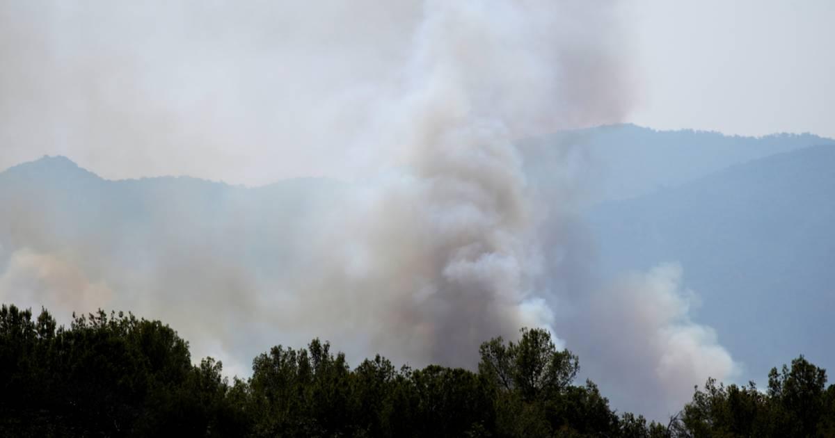 Lángol a Földközi-tenger vidéke: most a francia Riviéra közelében pusztítanak erdőtüzek