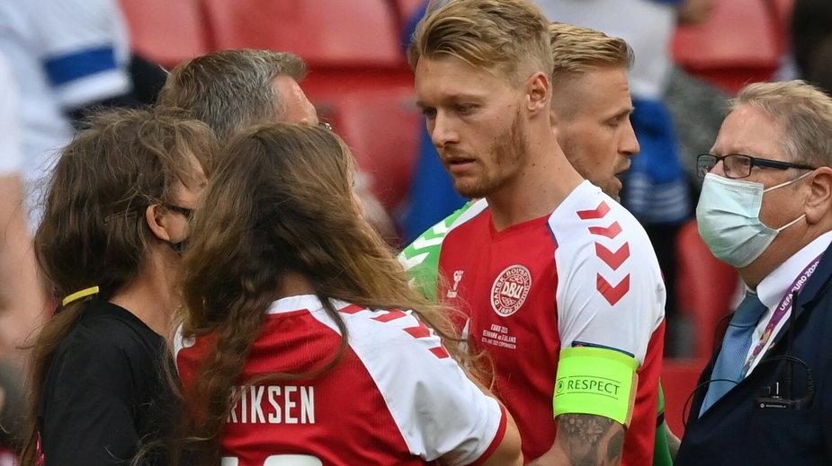 Simon Kjaer pociesza partnerkę Christiana Eriksena