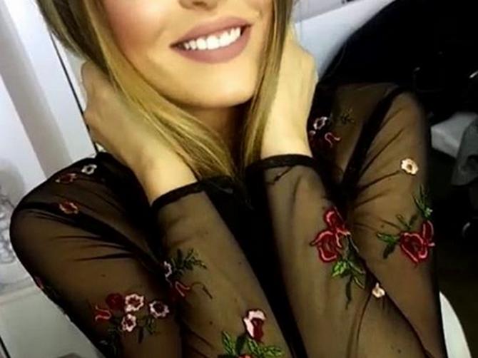Svaki dan je gledate na MALIM EKRANIMA, i niste znali da je ĆERKA slavnog GLUMAČKOG PARA u Srbiji! A ISTA je majka