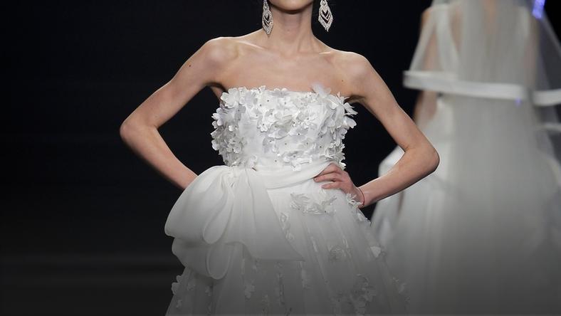 797db1cfdf W tych sukniach ślubnych poczujesz się jak prawdziwa księżniczka! - Ślub